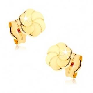 Náušnice zo žltého 9K zlata - ligotavé kvietky s gravírovanými lupeňmi