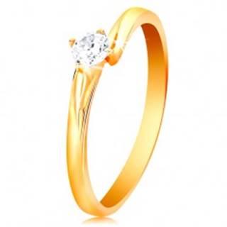Prsteň zo žltého 14K zlata - ligotavý zirkón čírej farby v lesklom kotlíku - Veľkosť: 49 mm