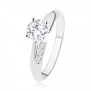 Zásnubný prsteň zo striebra 925, skosené ramená zdobené zirkónmi, číry kamienok SP42.10 - Veľkosť: 49 mm