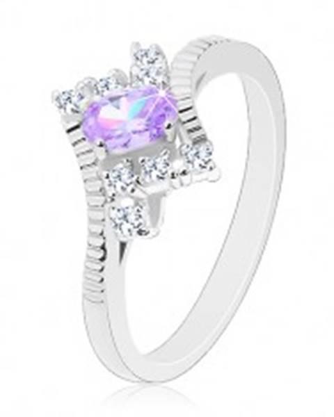 Ligotavý prsteň v striebornej farbe, brúsený svetlofialový ovál, číre zirkóny - Veľkosť: 49 mm