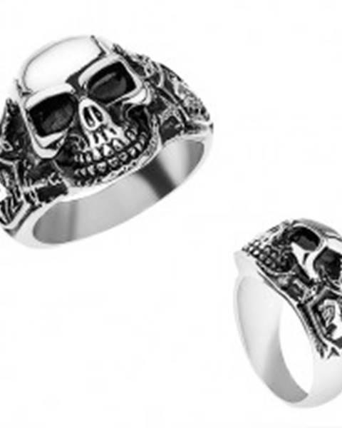 Oceľový prsteň striebornej farby, vypuklá lebka s patinou, rytier, meče T24.8 - Veľkosť: 56 mm