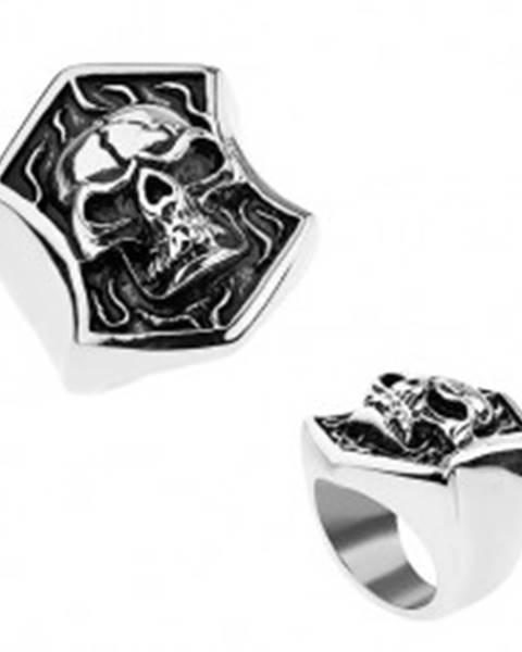 Oceľový prsteň striebornej farby, vypuklá lebka s prasklinou v erbe, patina T23.2 - Veľkosť: 56 mm