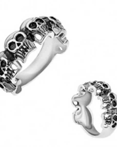 Prsteň z chirurgickej ocele, malé patinované lebky, strieborná farba - Veľkosť: 57 mm