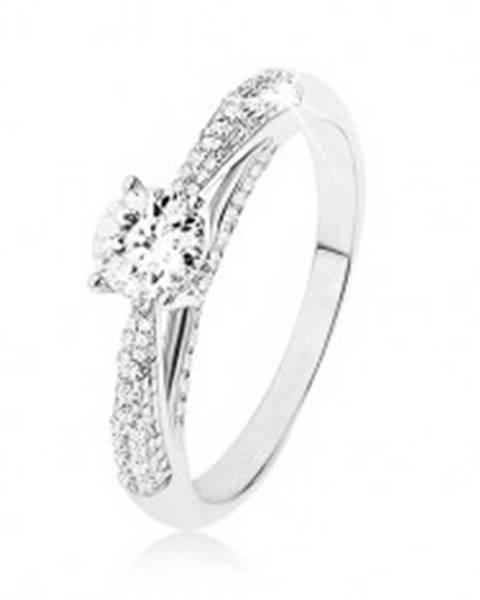 Trblietavý strieborný prsteň 925, číry kamienok, zdobené bočné strany prsteňa SP50.07 - Veľkosť: 48 mm
