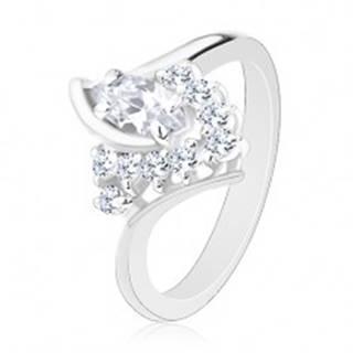 Lesklý prsteň v striebornej farbe, zahnuté ramená, číre zirkóny - Veľkosť: 49 mm