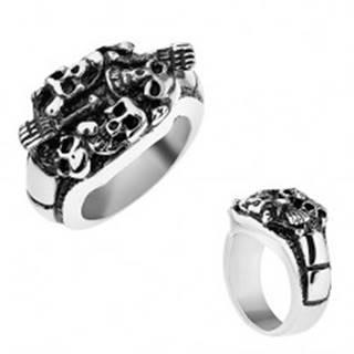Patinovaný prsteň z ocele 316L, strieborná farba, vypuklé lebky a kosti T24.15 - Veľkosť: 56 mm