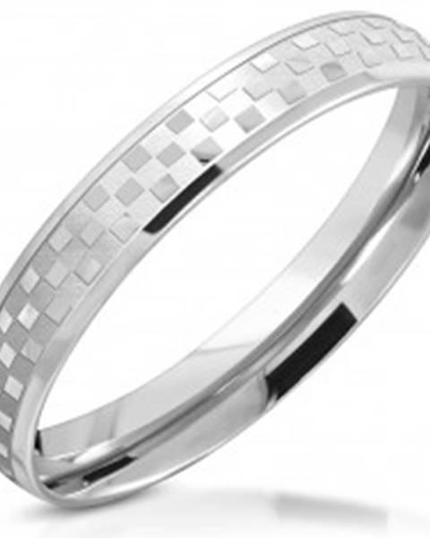 Prsteň z chirurgickej ocele - zrkadlovolesklý šachovnicový motív, 3,5 mm - Veľkosť: 49 mm