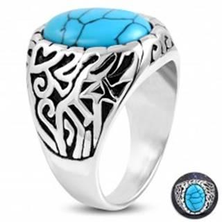 Oceľový prsteň, tyrkysový ovál, ramená zdobené výrezmi a čiernou patinou - Veľkosť: 52 mm
