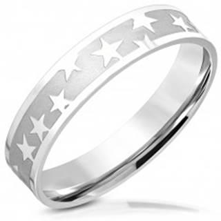 Prsteň z chirurgickej ocele - matný pás, lesklé päťcípe hviezdy, 5 mm - Veľkosť: 55 mm