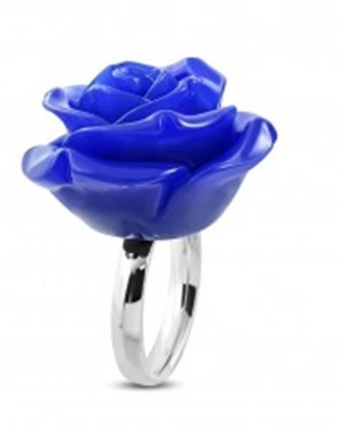 Oceľový prsteň - lesklá obrúčka a živicová ruža v tmavomodrom odtieni - Veľkosť: 49 mm