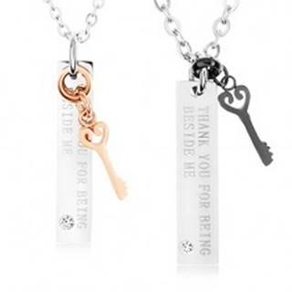 Dva oceľové náhrdelníky, ozdobné kľúče, známky - nápis, zirkón