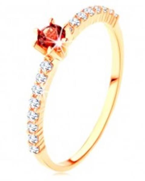 Zlatý prsteň 375 - číre zirkónové línie, vyvýšený okrúhly červený granát GG115.16 - Veľkosť: 49 mm