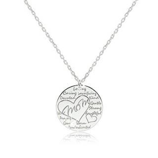 """Ródiovaný strieborný náhrdelník 925 - lesklý krúžok s nápisom """"Mom"""" v kontúre srdca"""